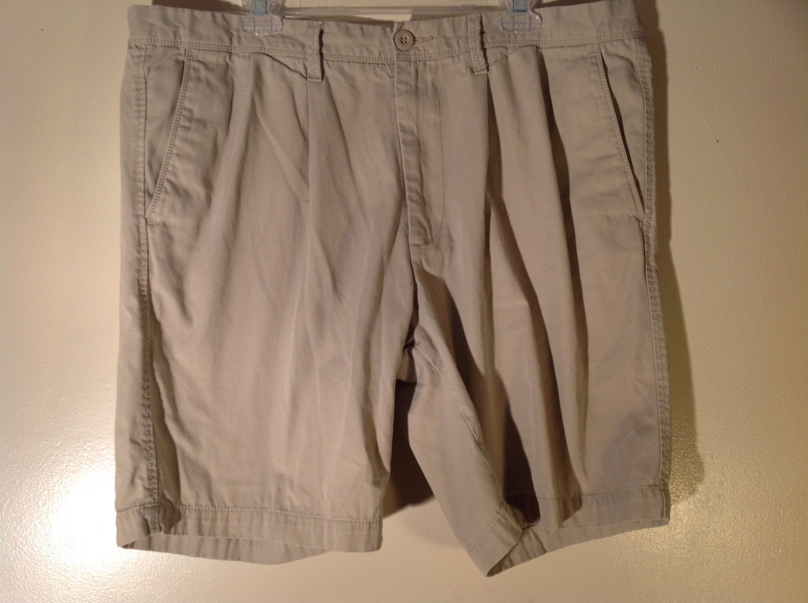 DOCKERS Khaki Casual Shorts Size 40 Excellent Condition 100 Percent Cotton