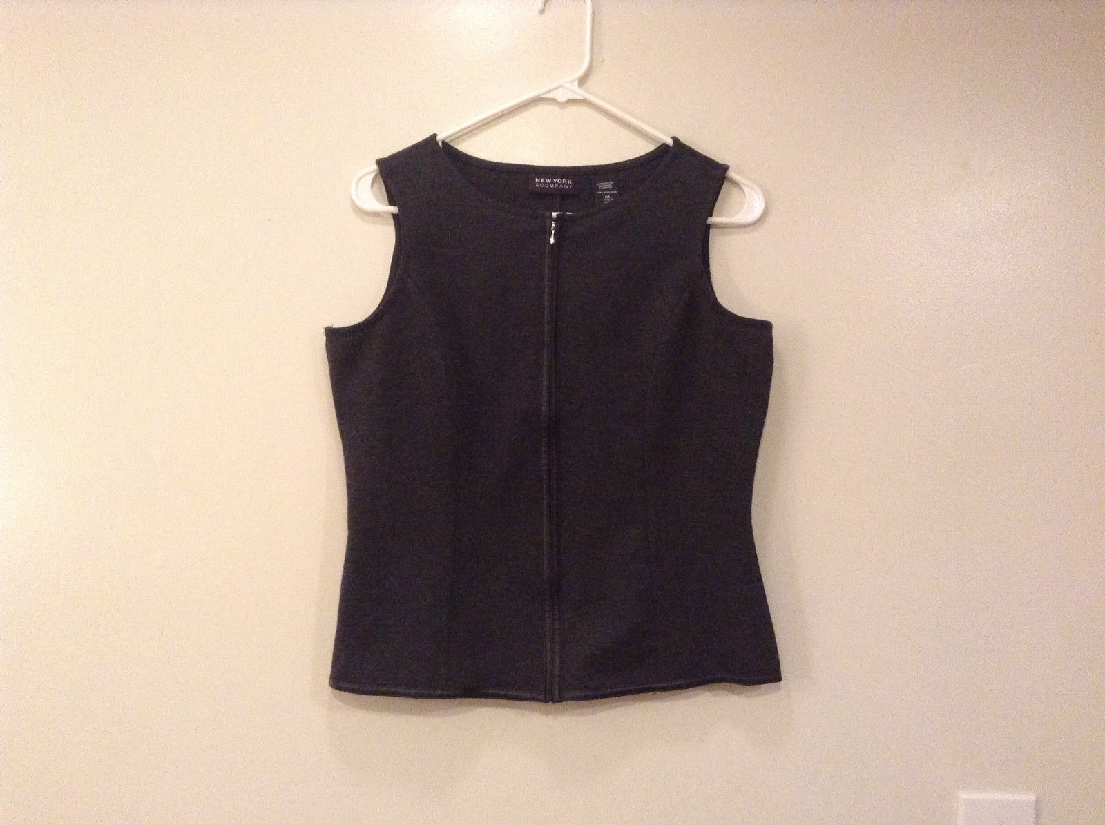 Dark Gray New York and Company Sleeveless Vest Size M Front Zipper Closure