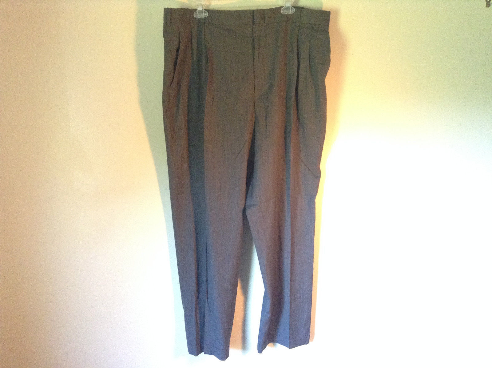 Dark Gray Pleated Dress Pants Jos A Bank Size 42W by 30L Front Backk Pockets
