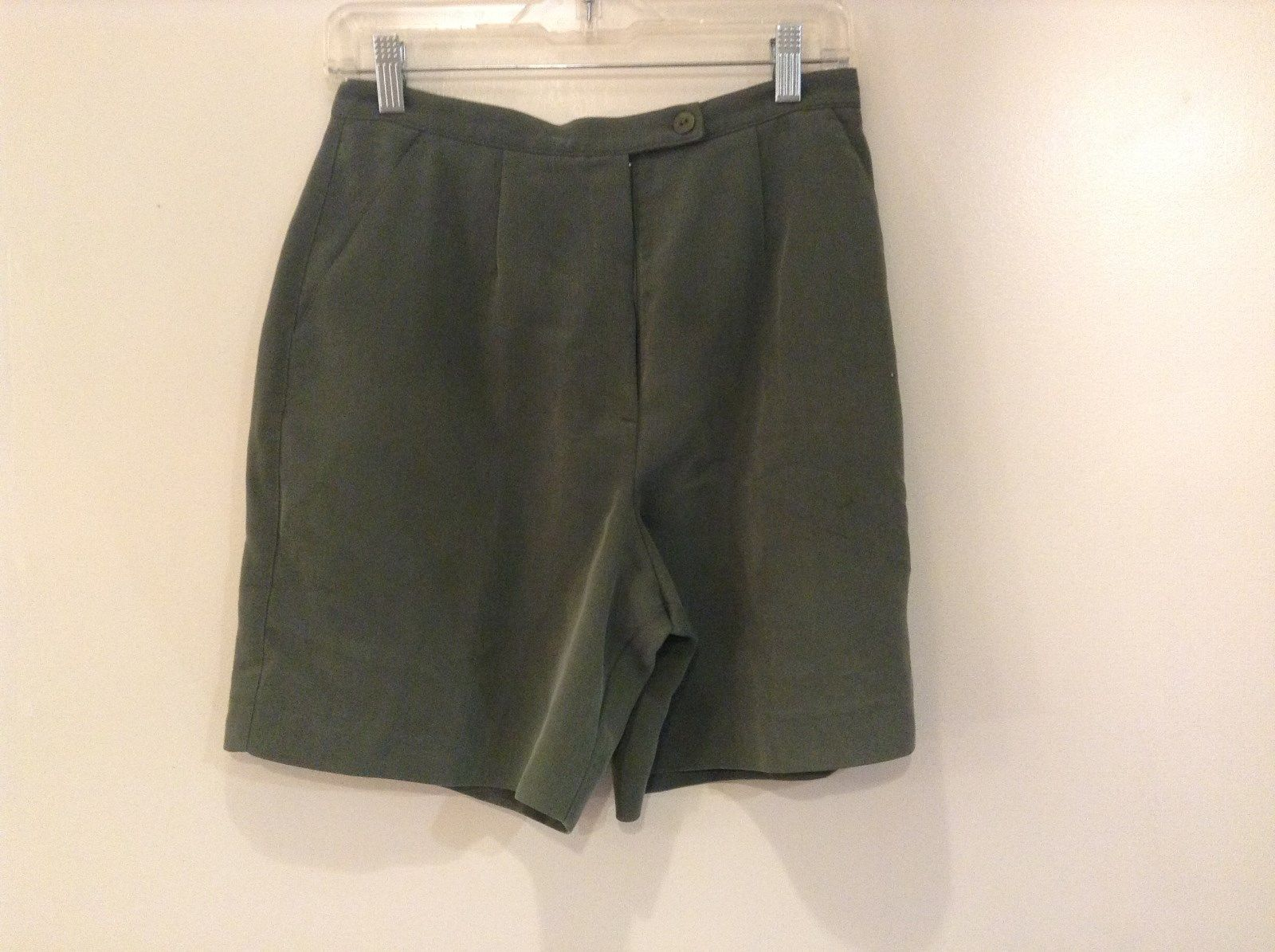 Dark Green Tail Casual Shorts Size 6 Button and Zipper Closure Two Front Pockets
