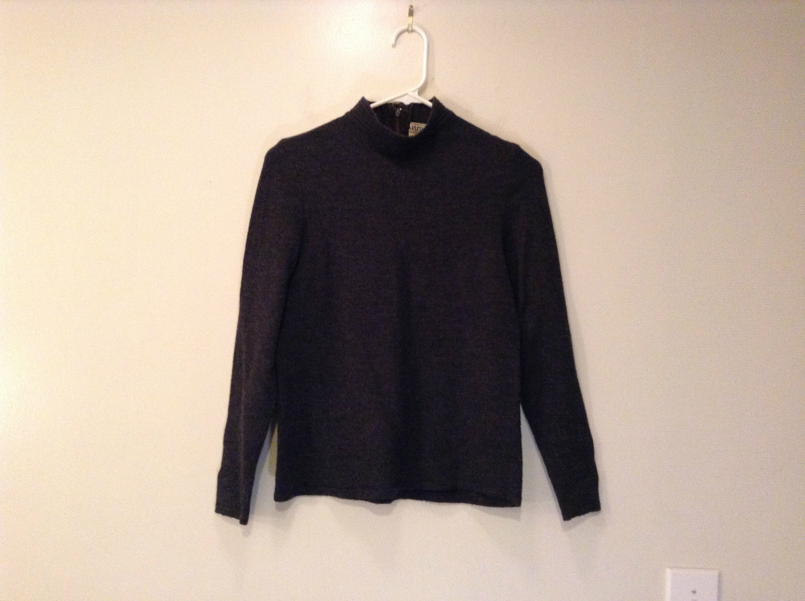 Dark Gray Carlisle Sport Size Small 100 Percent Lambs Wool Turtleneck Sweater