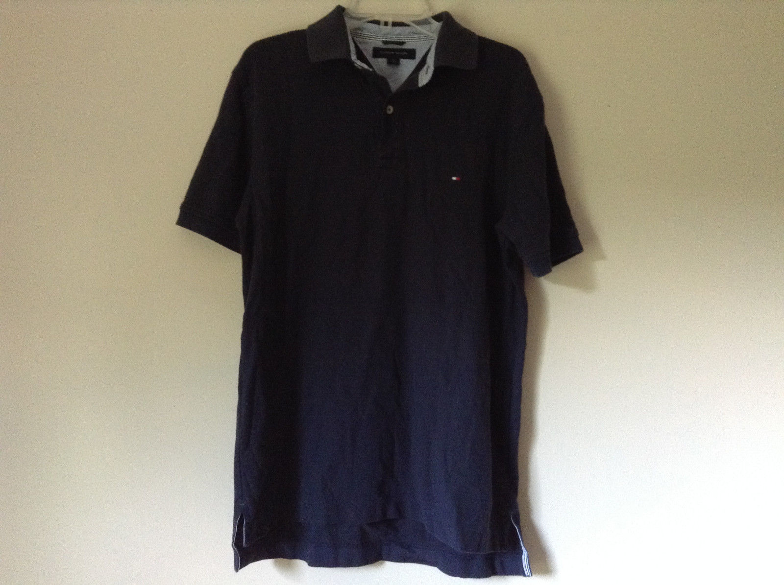 Dark Navy Blue Size Medium Short Sleeve Casual Shirt by Tommy Hilfiger Collared