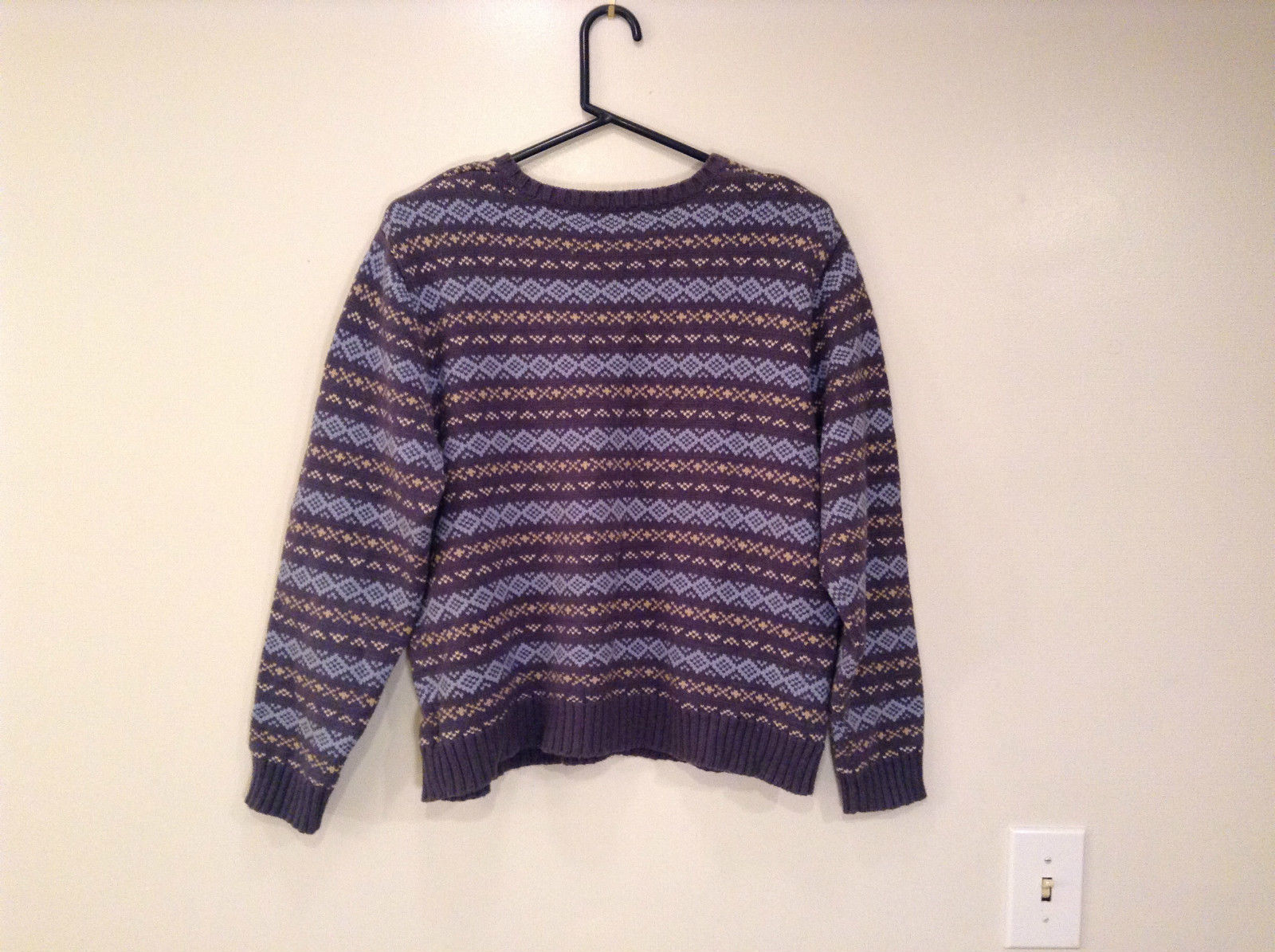 Dark and Light Blue with Light Yellow V Neck Eddie Bauer Sweater Size XL
