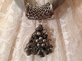 Decorated Tree Shaped Scarf Pendant Bells Stars Flowers Silver Crystals Beads