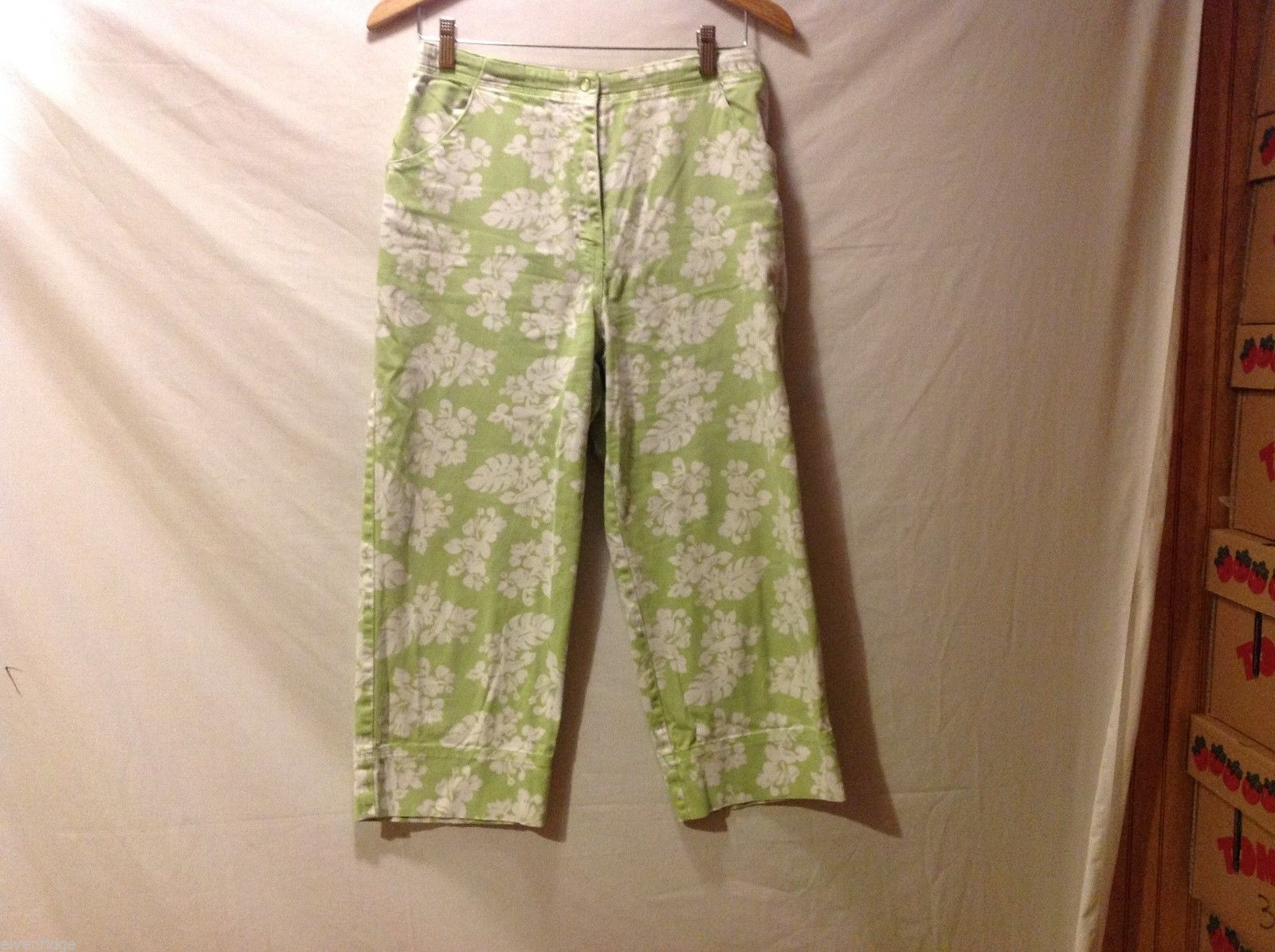 Denim & Co. Womans Green Capris, Size 12 w hibisicus flowers