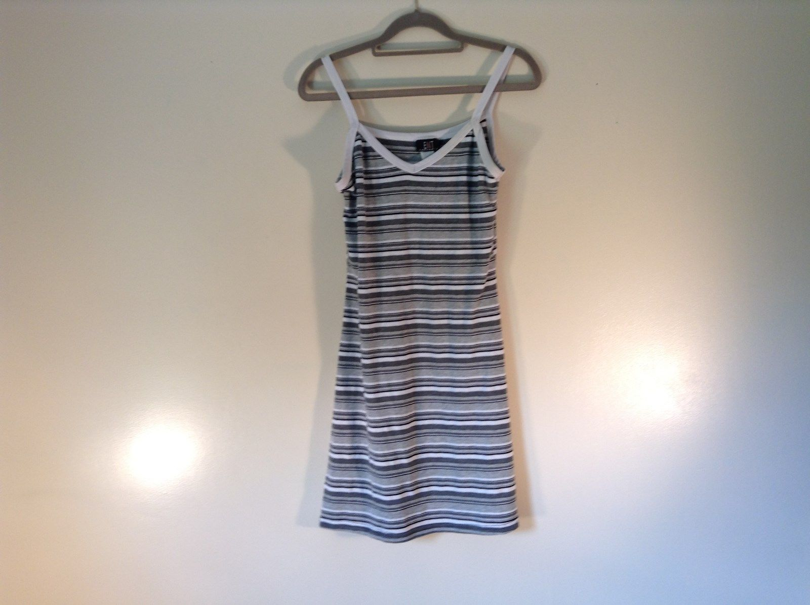 ENT Entrancy Striped V Neck Tank Top Stretchy Size Medium Made In USA