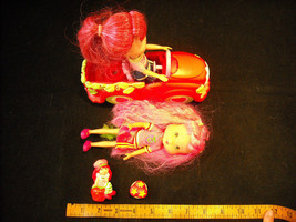 3 Pose-able Strawberry Shortcake dolls, with Car, and Separate Basket Included image 3