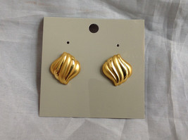 Gold Tone Wavy Design Stud Earrings Gold is Both Shiny and Matte in Design
