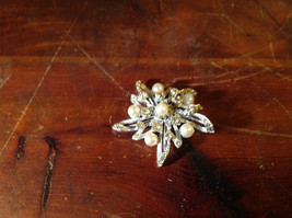 Flower Shape Brooch with Many Crystals and Faux Pearls
