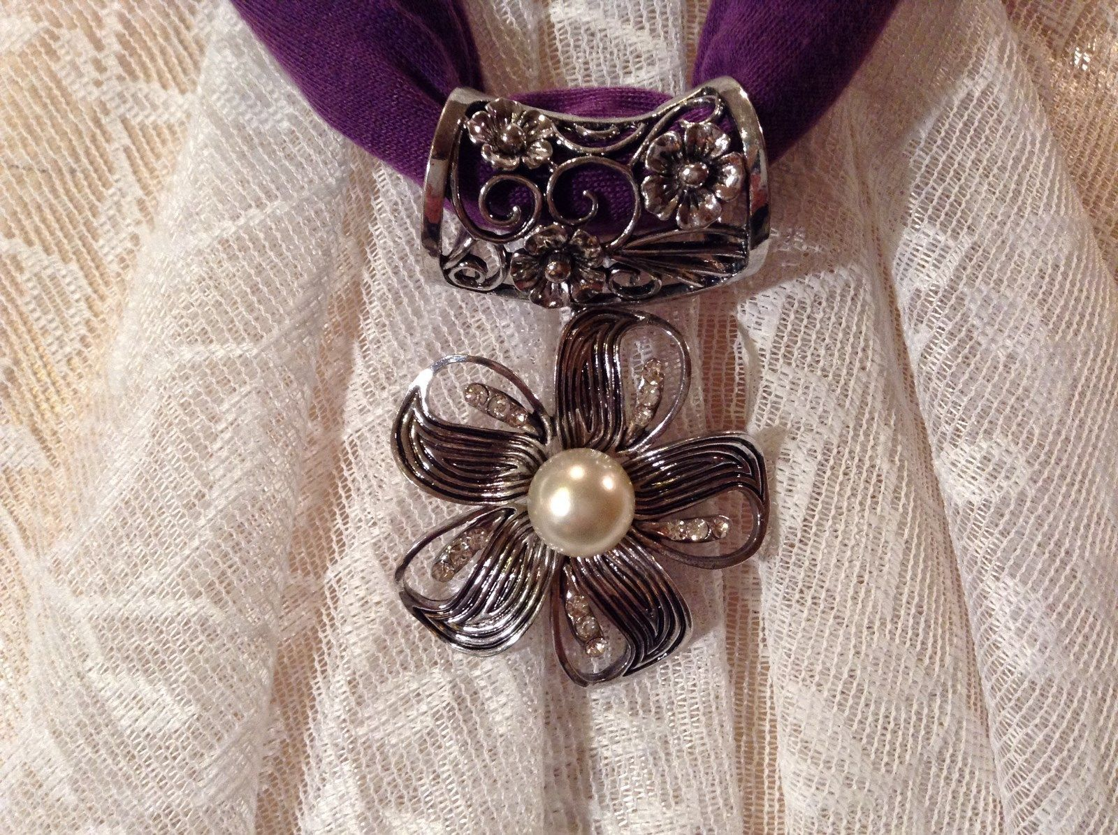 Flower with 5 Petals with 3 Small Clear Crystals in Petals Scarf Pendant