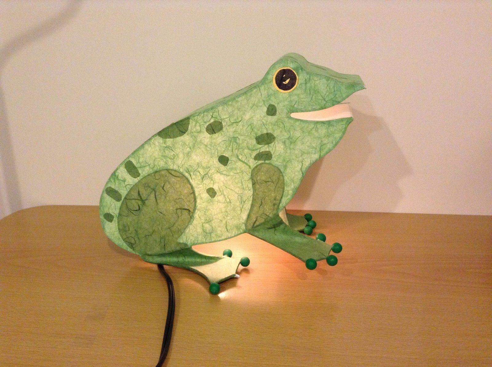 Green paper frog night light