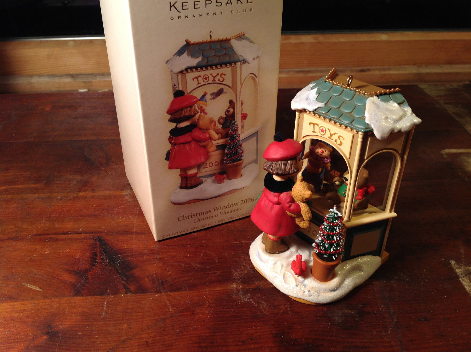 Hallmark Keepsake Christmas Window 2006 Handcrafted Ornament Collectable