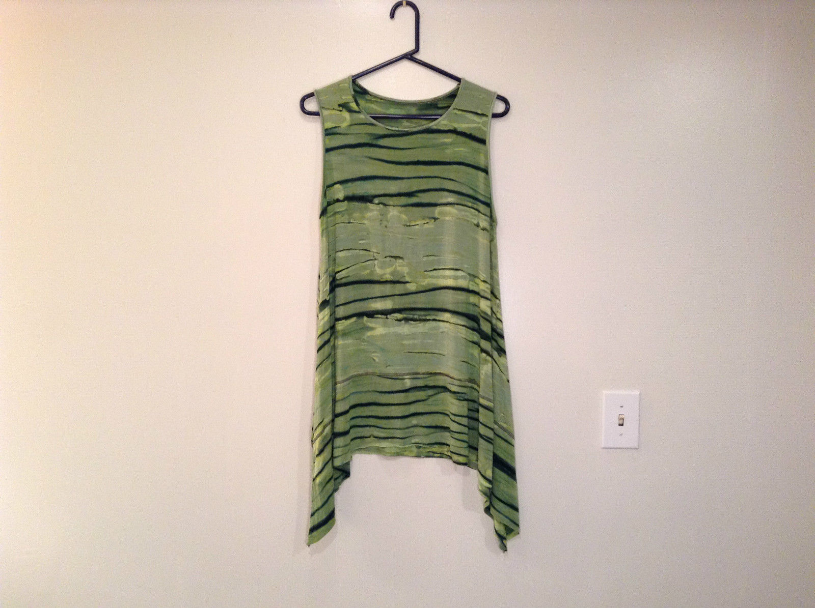 Green Gothic Like Print Pattern Uneven Bottom Sides Longer Sleeveless Top