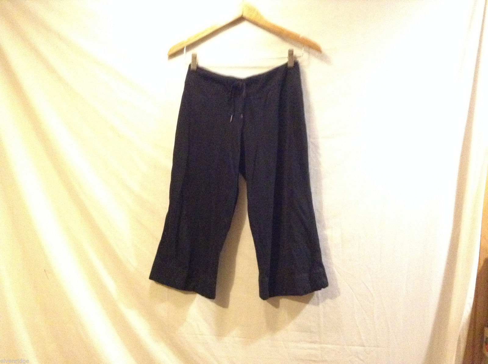 G.W. black stretchy yoga capri pants unlined, NO Size tag