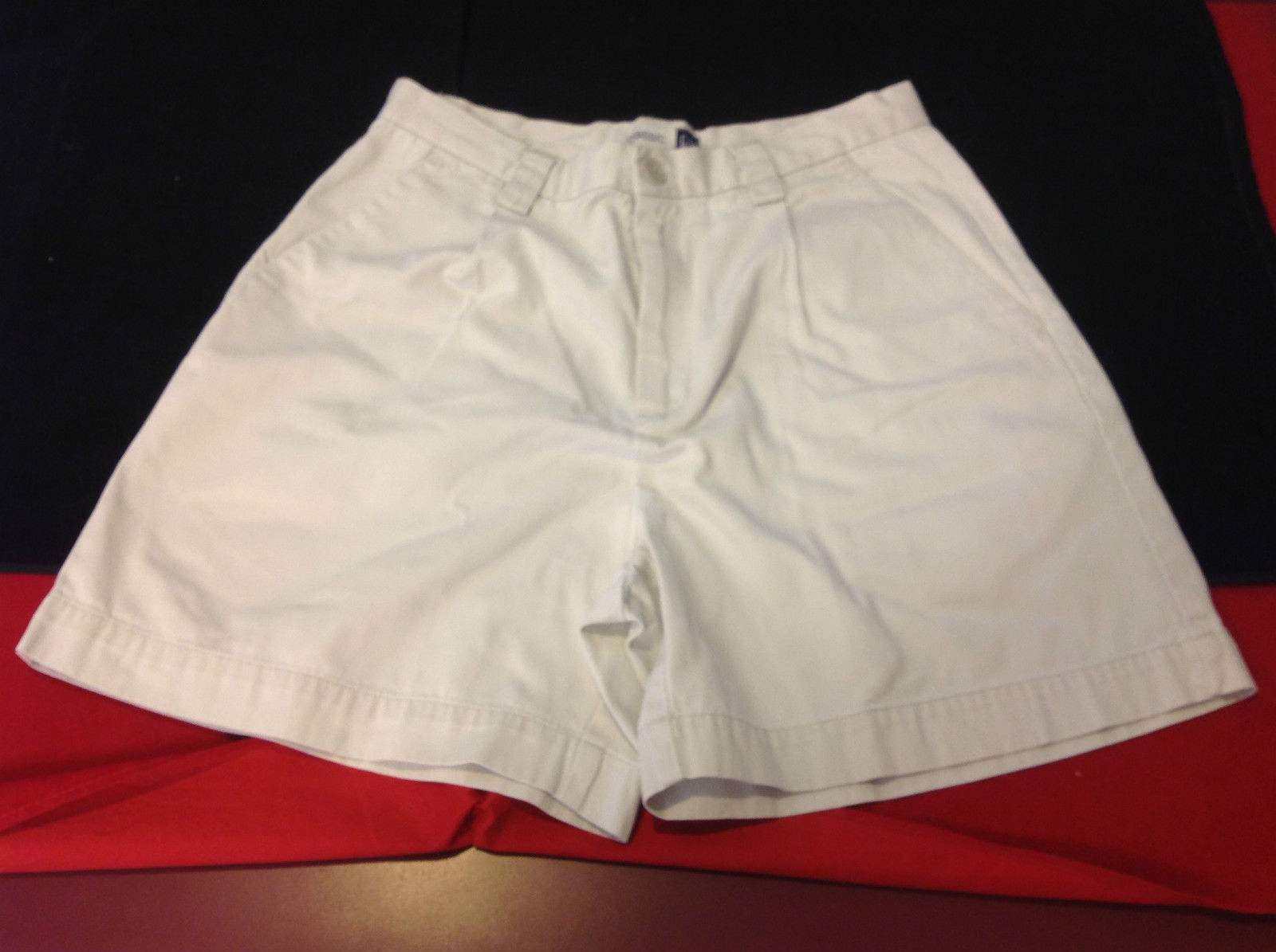 GAP Classic Ladies Khaki Shorts Size 6