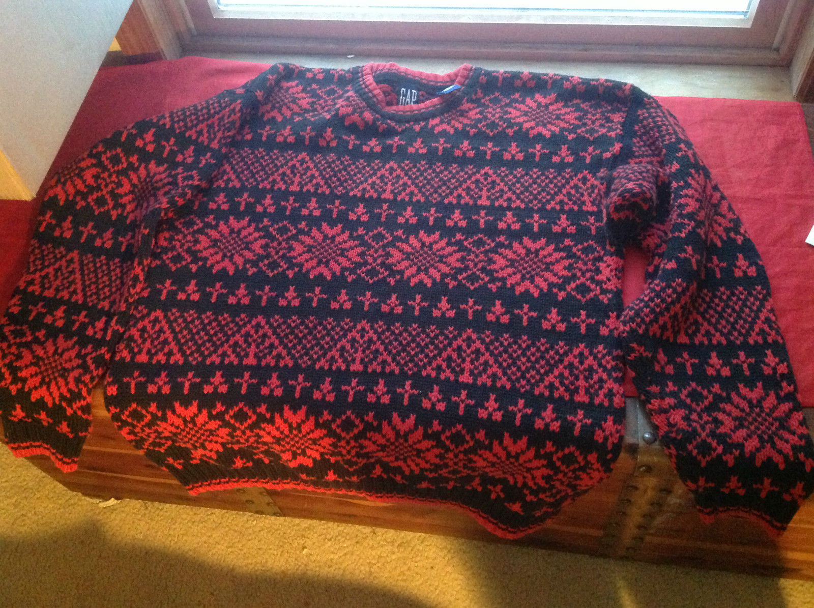 GAP Red Black Patterns Pullover Sweater Size Medium