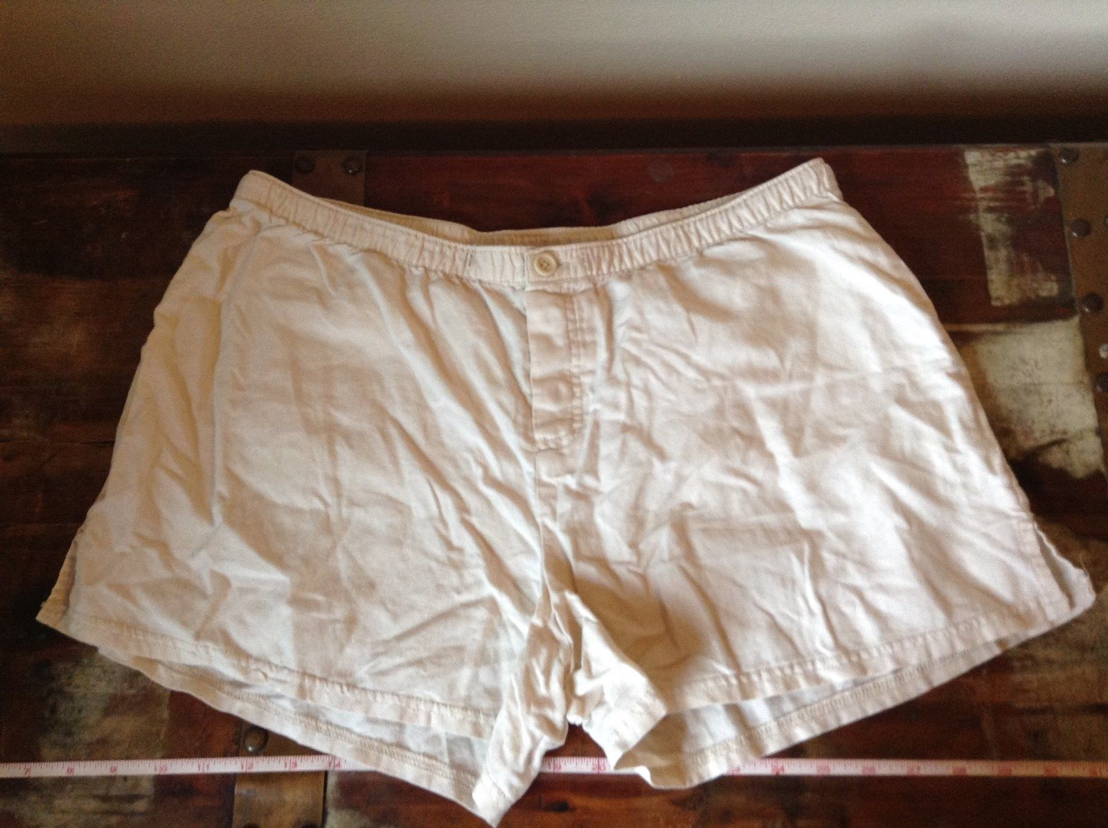 GAP Off White Colored Shorts Two Back Pockets Size Large
