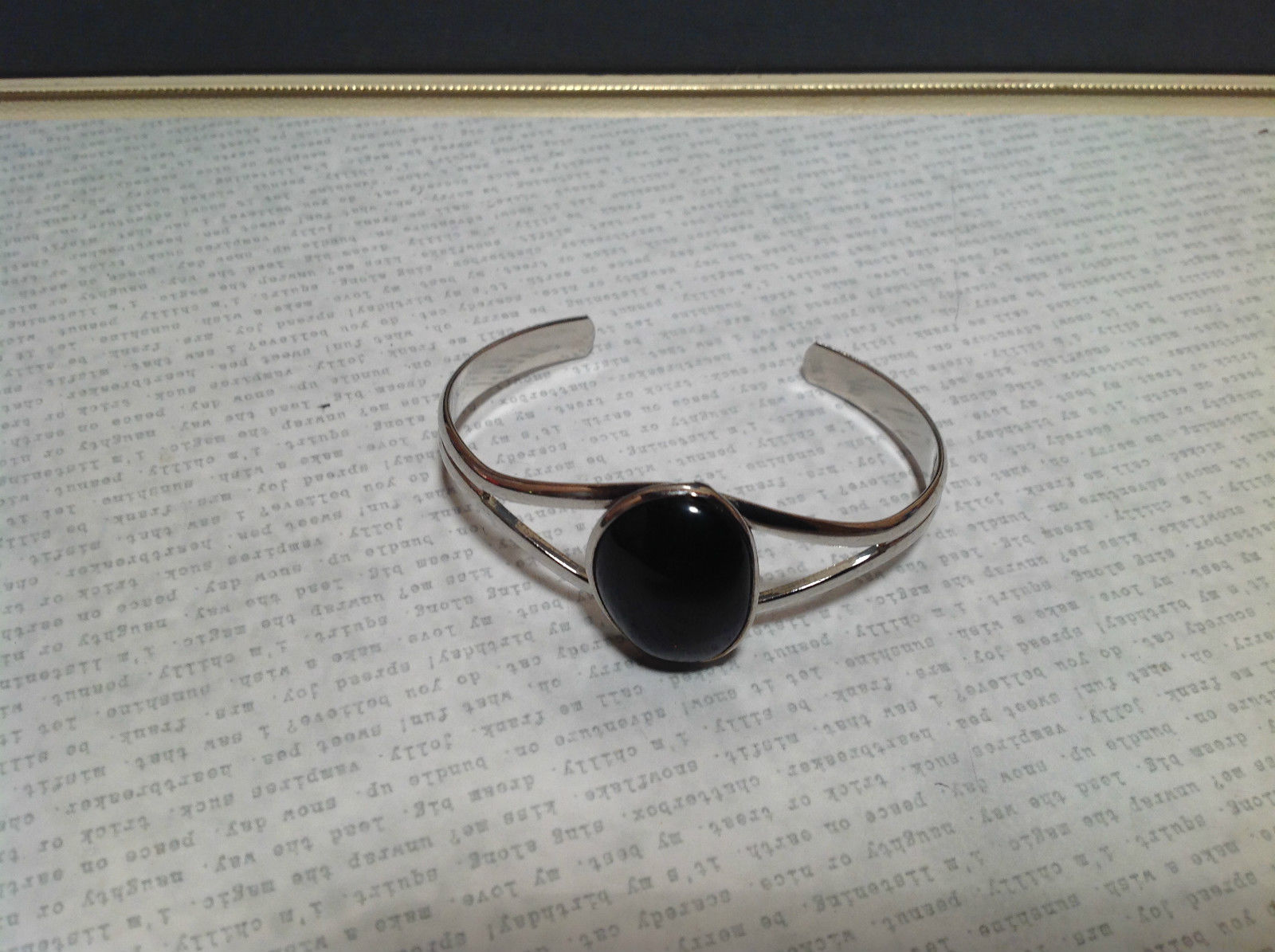 Geo Jewelry Silver Tone Bracelet with Black Oval Shaped Stone