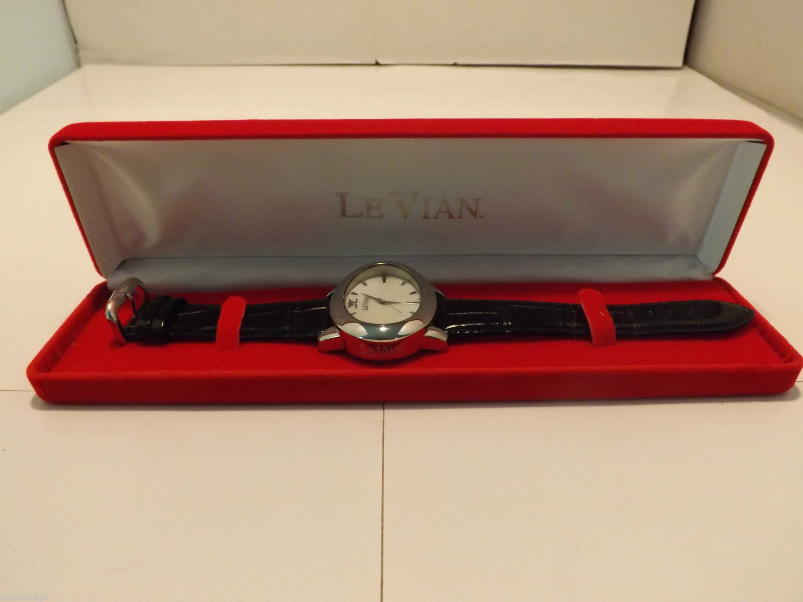 Genuine Leather Swiss Le Vian Men's Wristwatch