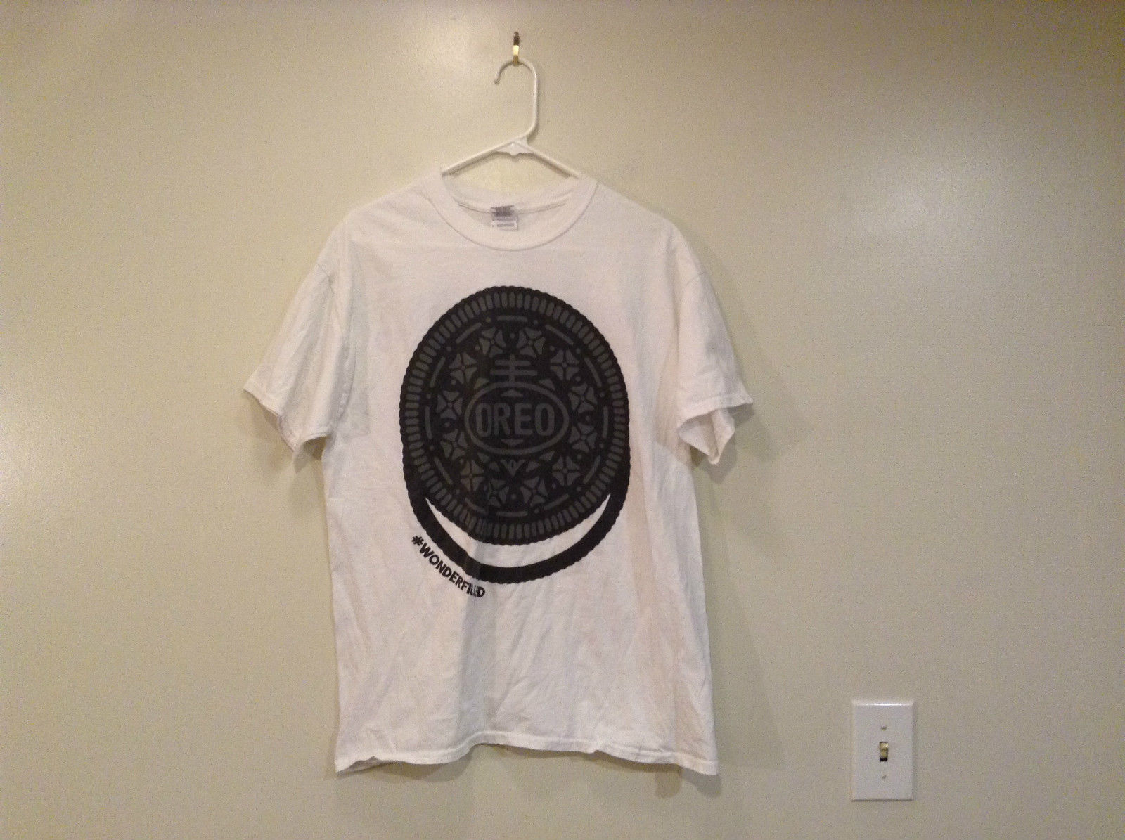 Gildan OREO Print T Shirt Size L 100 Percent Cotton White Black Share the Wonder