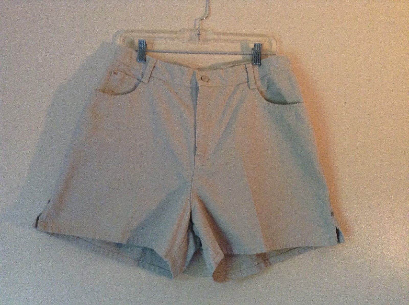Gitano Light Khakis 100 Percent Cotton Shorts Front and Back Pockets Size 16