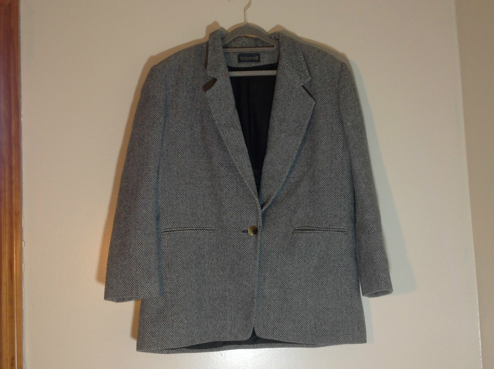 Harve Benard by Benard Holtzman Grey Collared Single Button Suit Coat