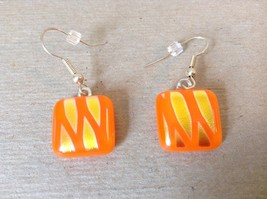 Gold Tone Orange Metallic Zig Zag Pattern Square Shaped Glass Dangling Earrings