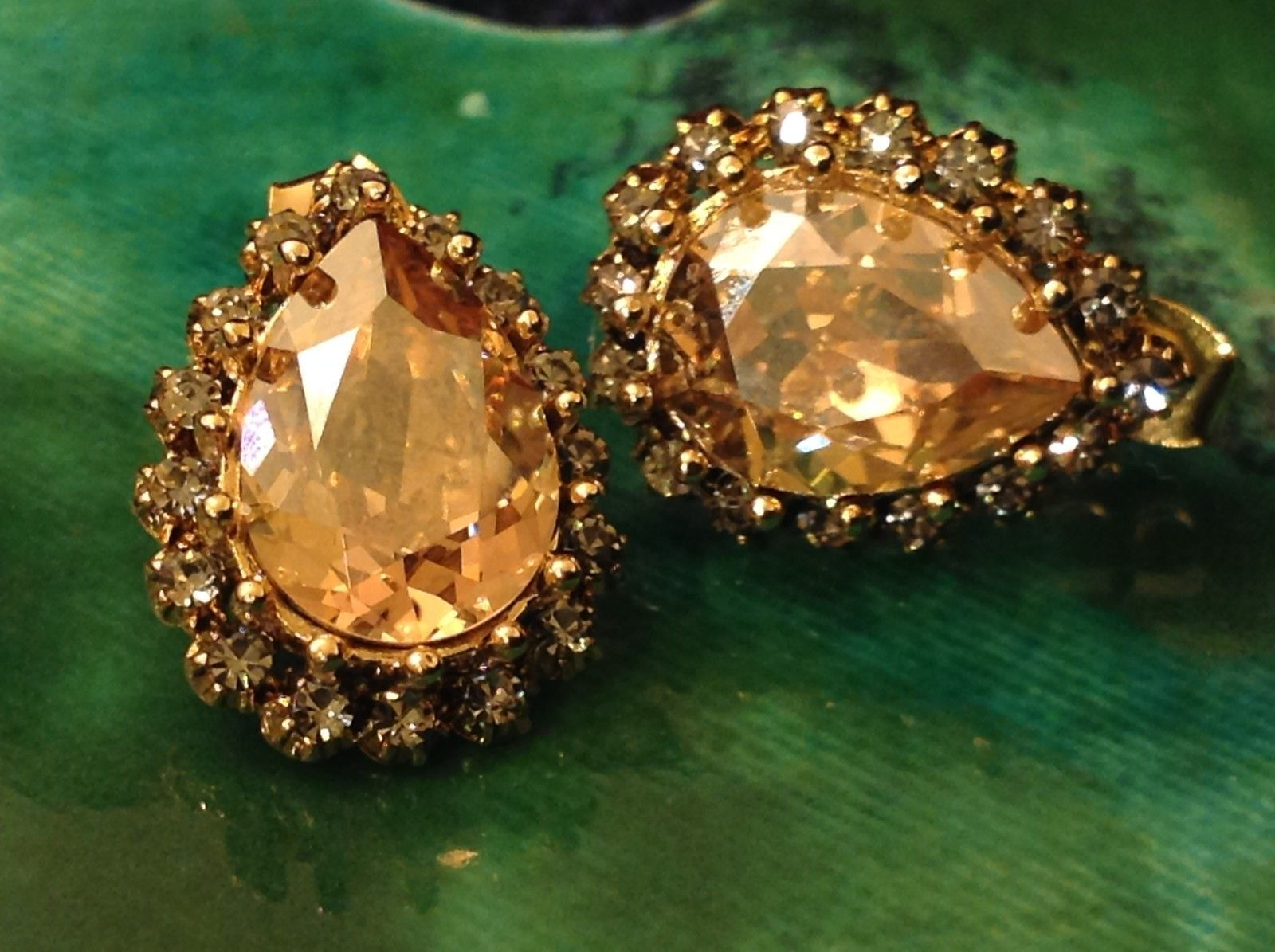 Gorgeous Almond Shaped Gold Tone Swarovski Crystal Stud Earrings Prudence C