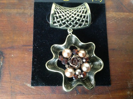 Gorgeous Gold Tone Flower Shaped Scarf Pendant Amber Crystals and Beige Beads