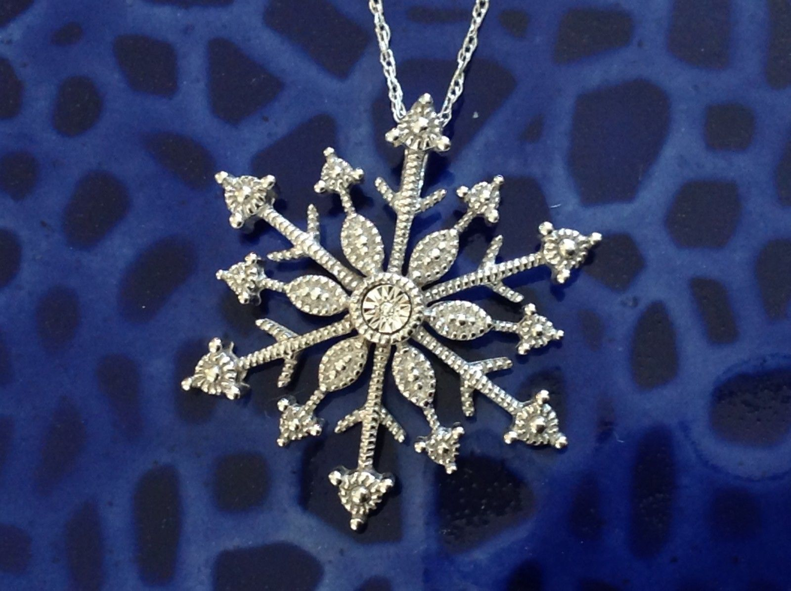 Gorgeous Sterling Silver Diamond Accent Snowflake Necklace Chain 18 Inches NIB