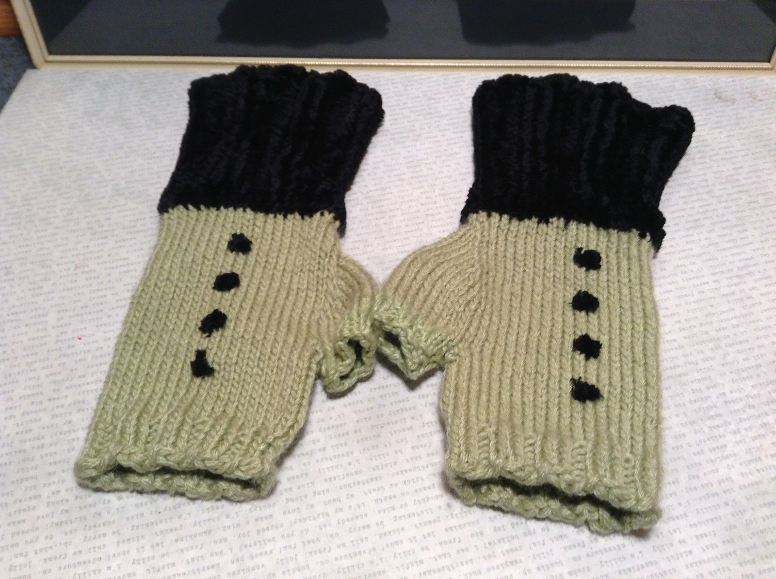 Green Black Fuzzy Woven Gloves Fingerless Very Soft Black Portion Hand Knitted