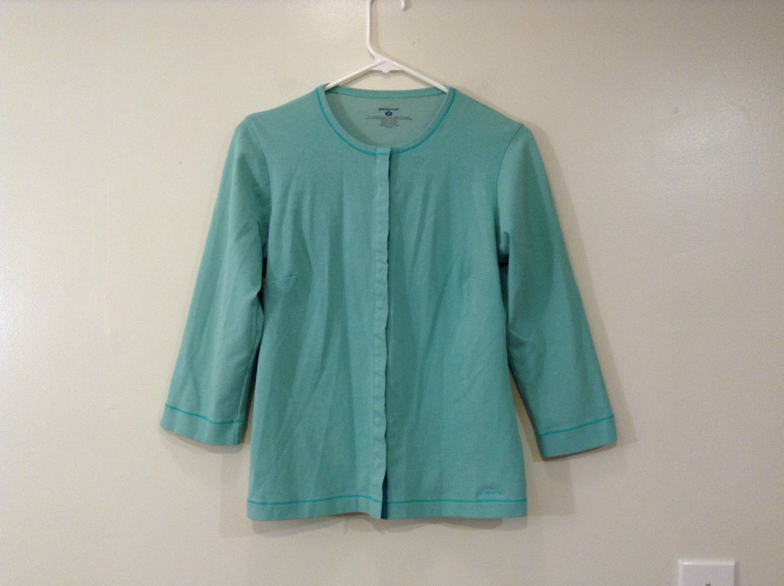 Green Patagonia Top Hidden Front Snap Closure Small  Slits on Sleeves Size M