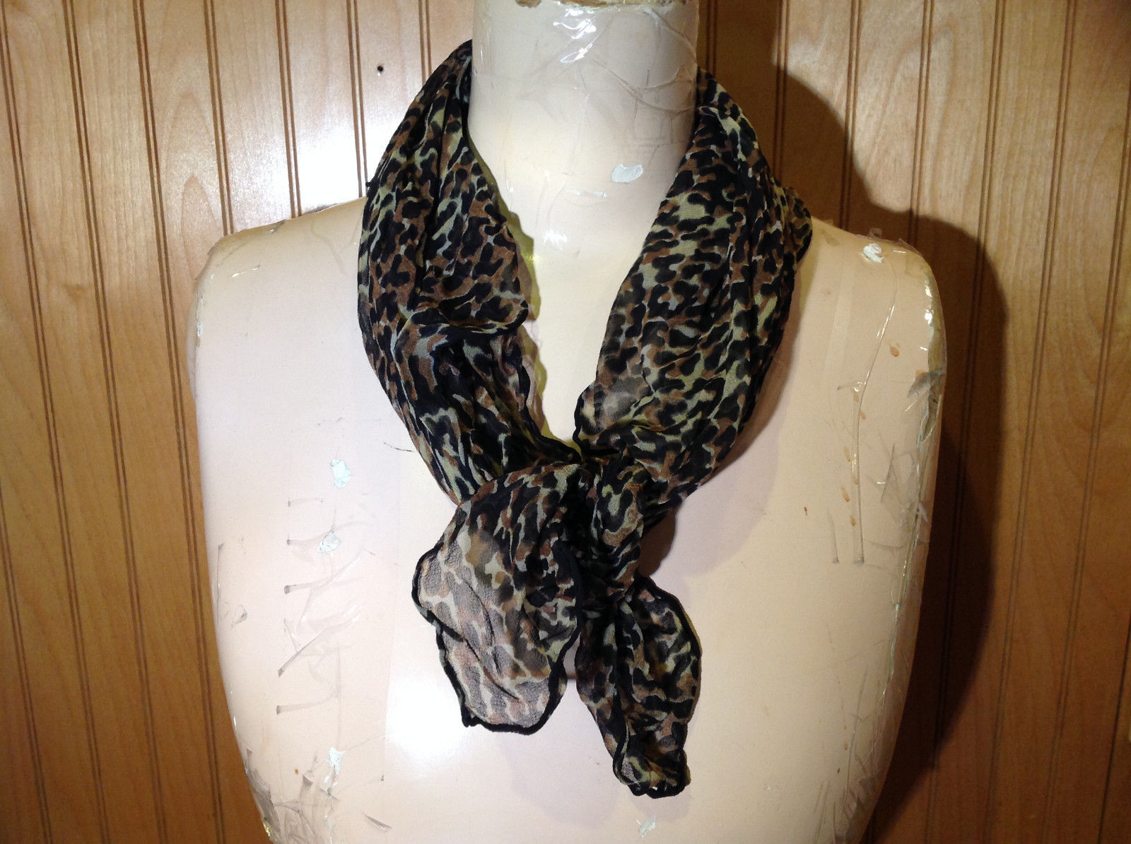Green Tinted Leopard Print Square Fashion Scarf Light Weight Material NO TAG