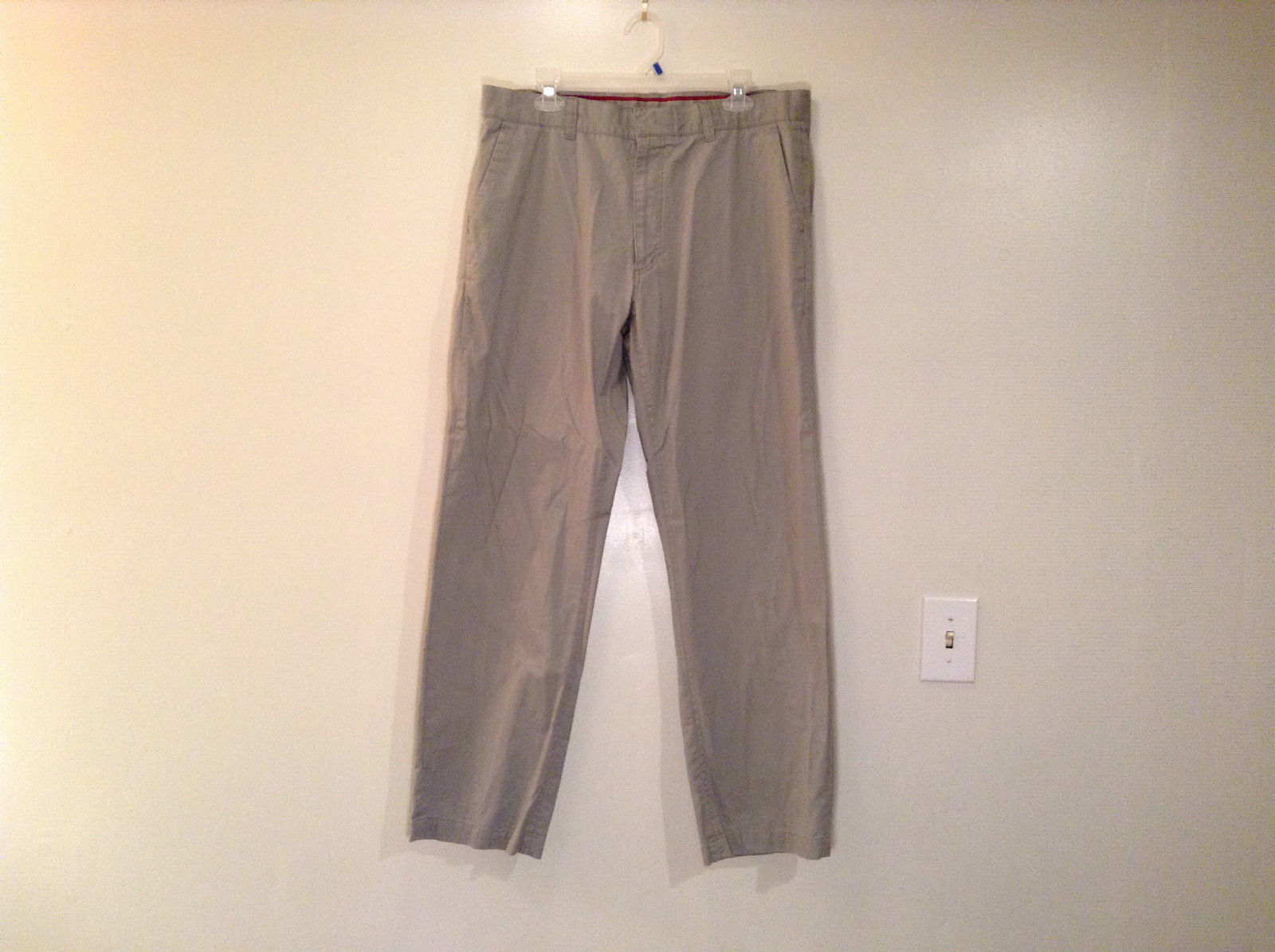 Khaki 100 Percent Cotton Axist Modern Fit Casual Pants Size 36 by 32