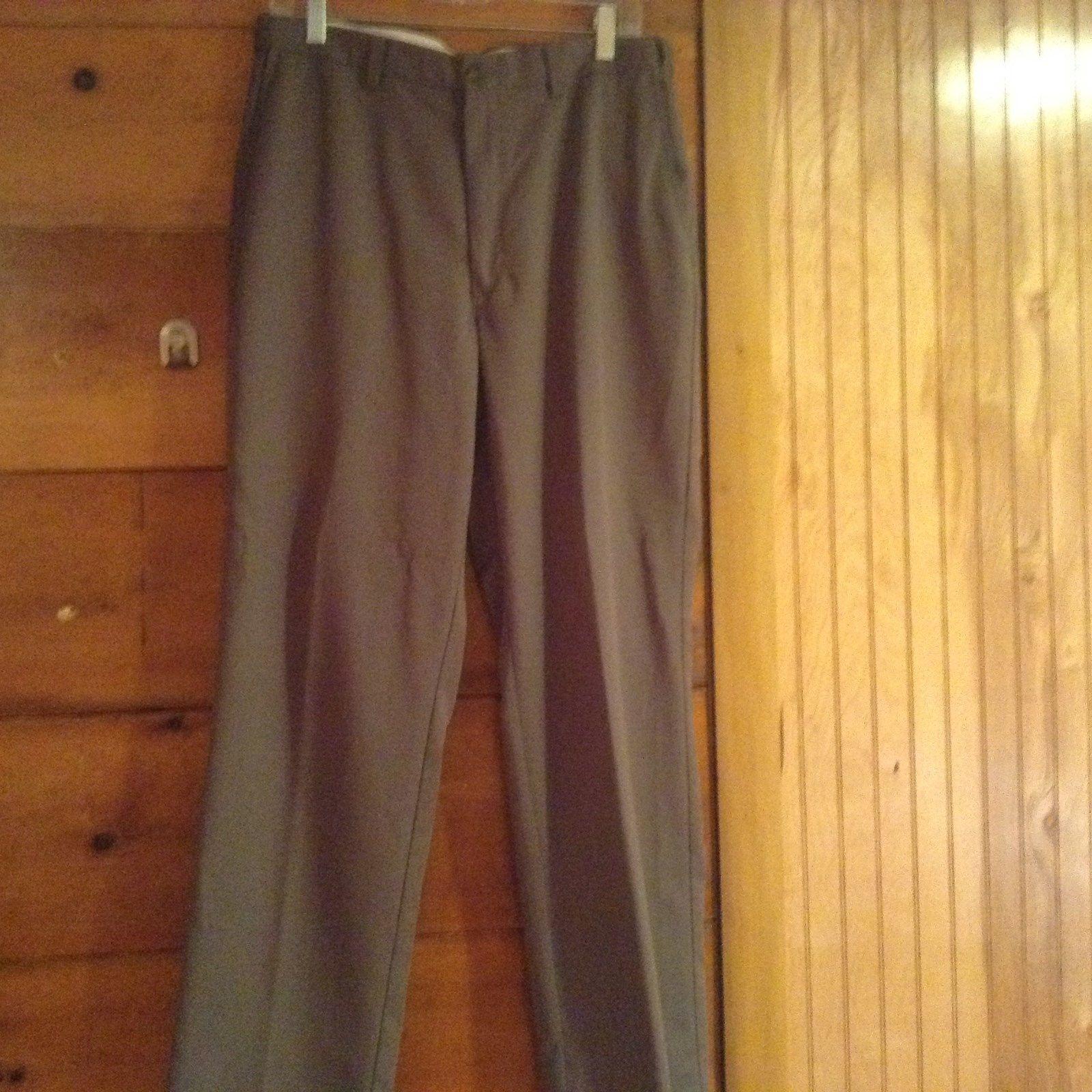 Haggar Size 34 x 32 Brown Dress Pants Button Zipper Closure Front Back Pockets