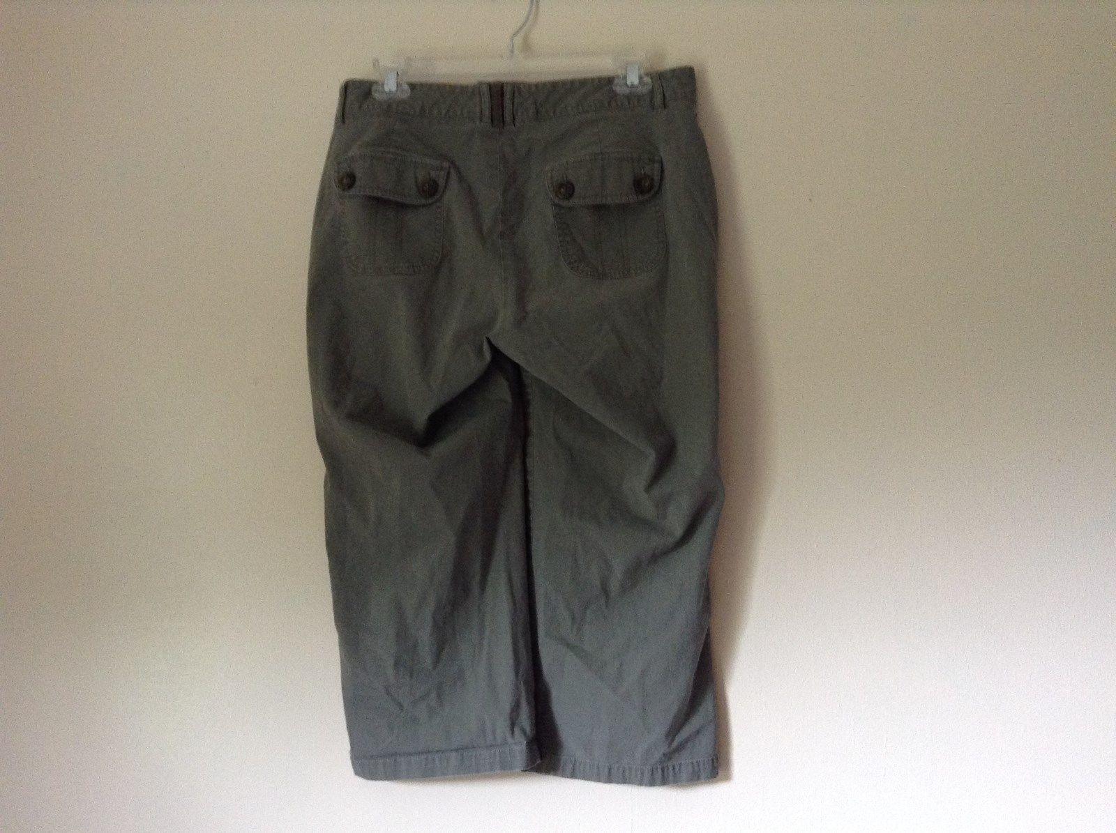 Green Cargo Capri Pants by DOCKERS Size 10 Zipper and Button Closure Pockets