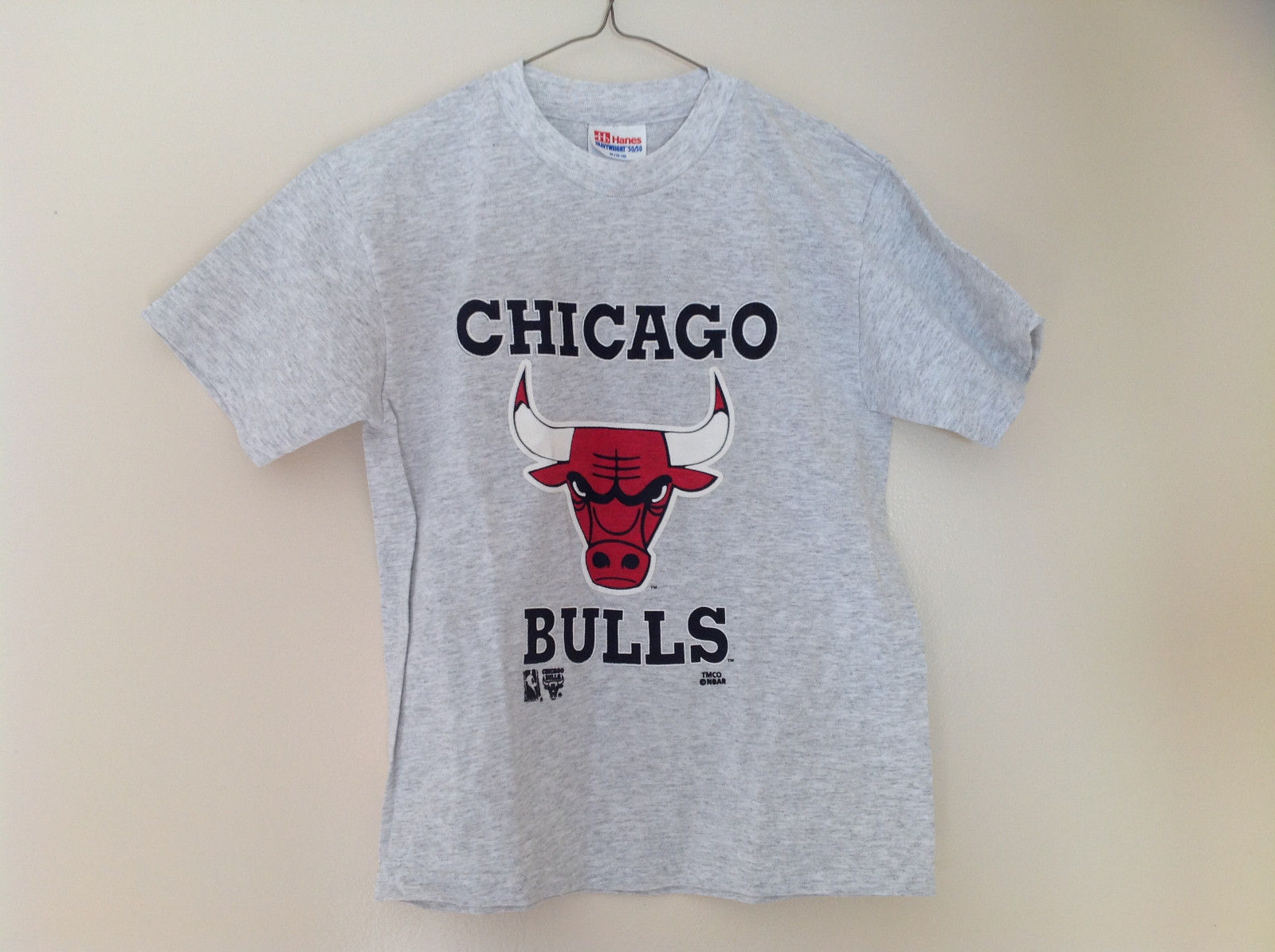 Hanes Heather Gray Chicago Bulls T-Shirt Bull Head Graphic Size Medium 10 to 12