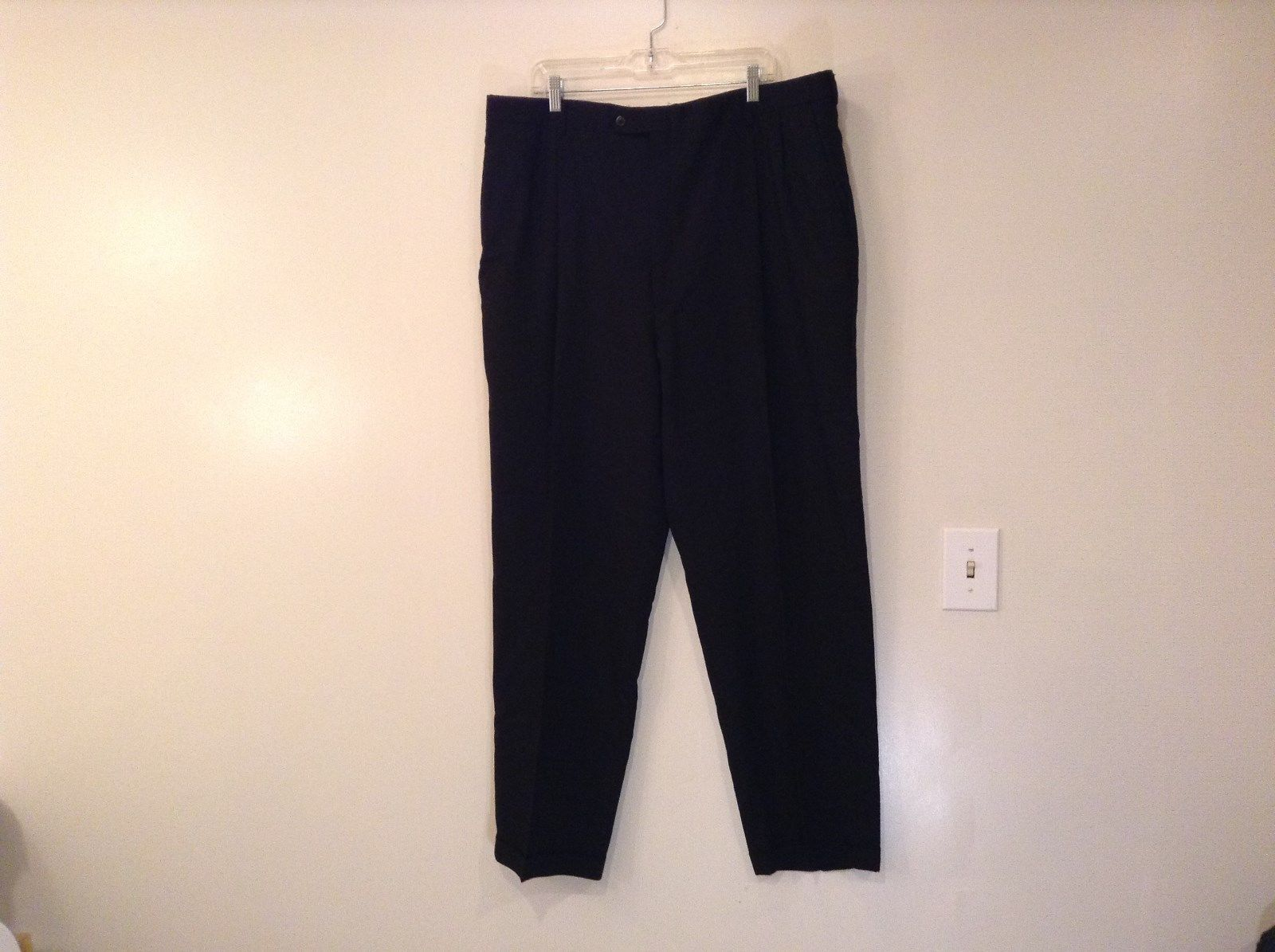 Hart Schaeffner Marx Black Pleated Front Dress Pants 100 Percent Wool Size 46