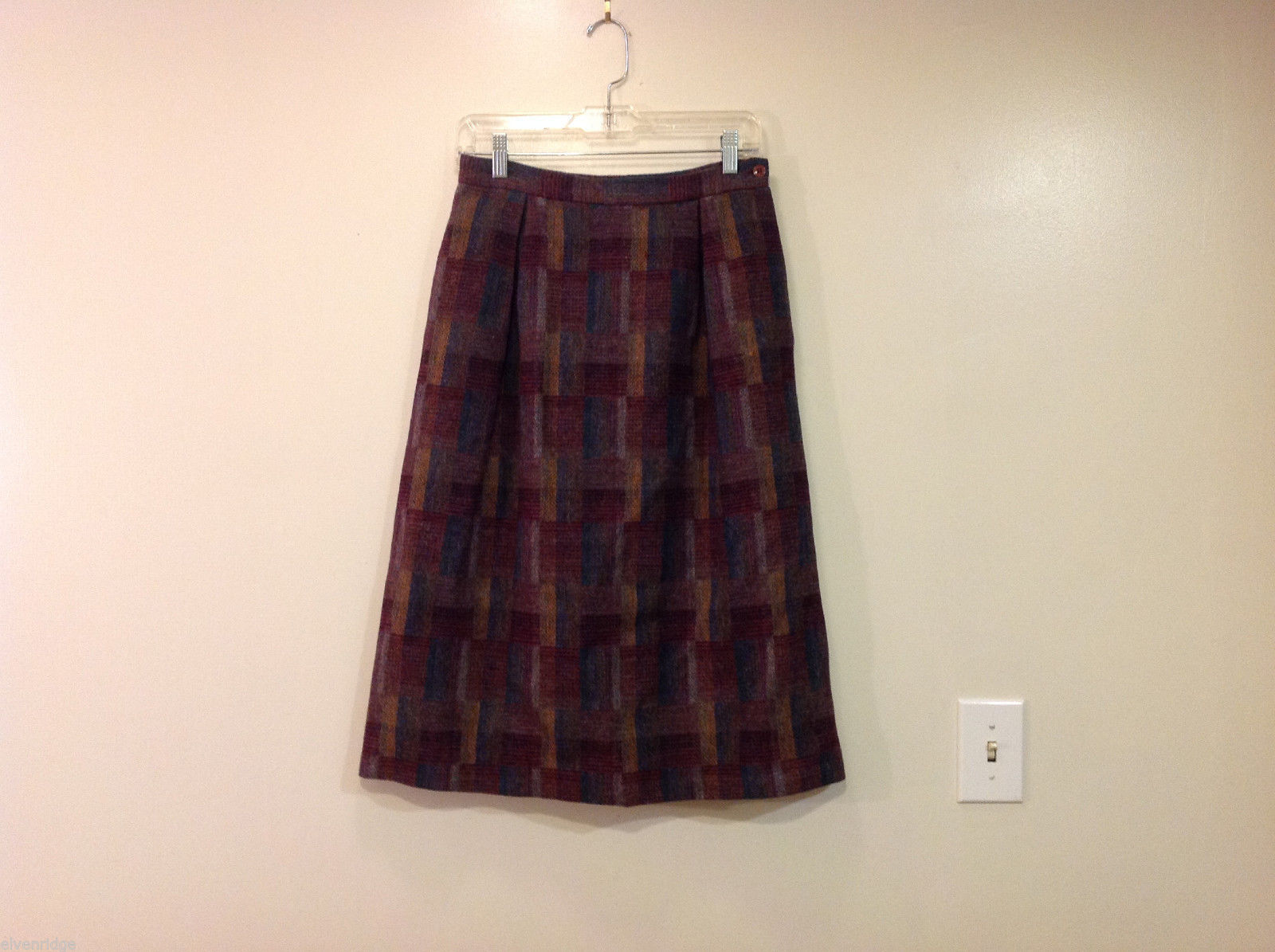 Hunter Sportswear 100% Wool Plaid Skirt Front Pleats Dark Colors, Size 10