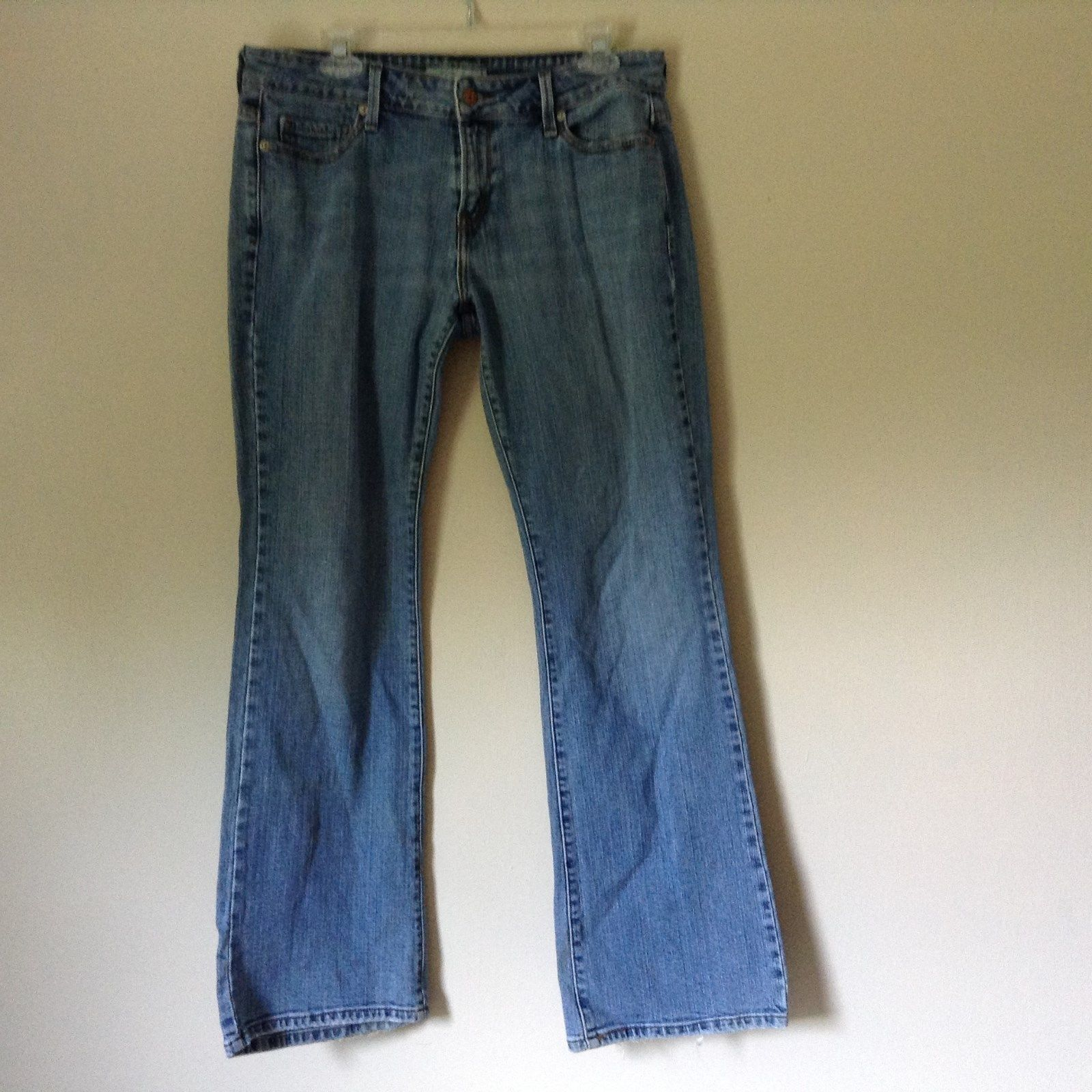 Low Boot Cut Levis Jeans Size 10 Medium Front and Back Pockets