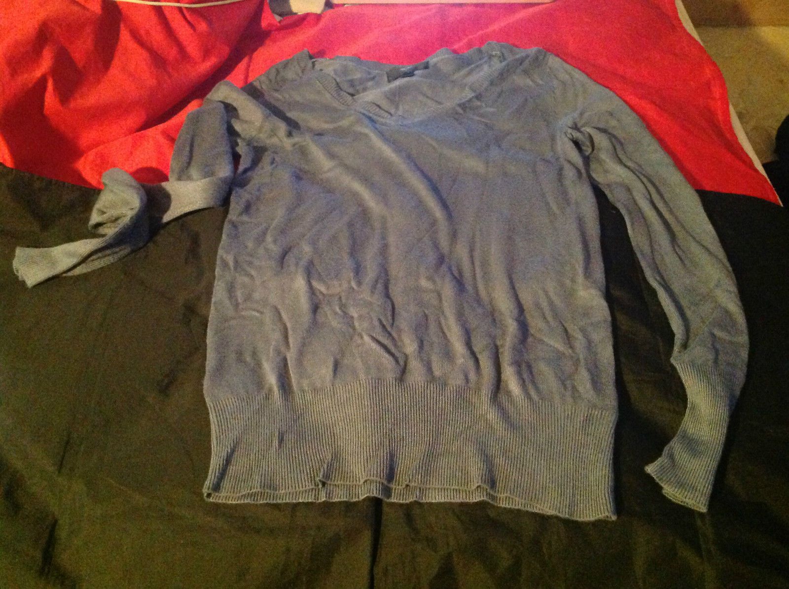 Istenssio Long Sleeve Gray V-Neck Sweater Size Medium