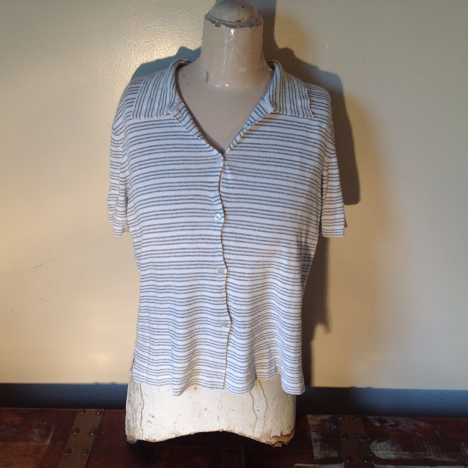 Jones New York Button Up Collared Short Sleeves Shirt White Gray Striped Size L