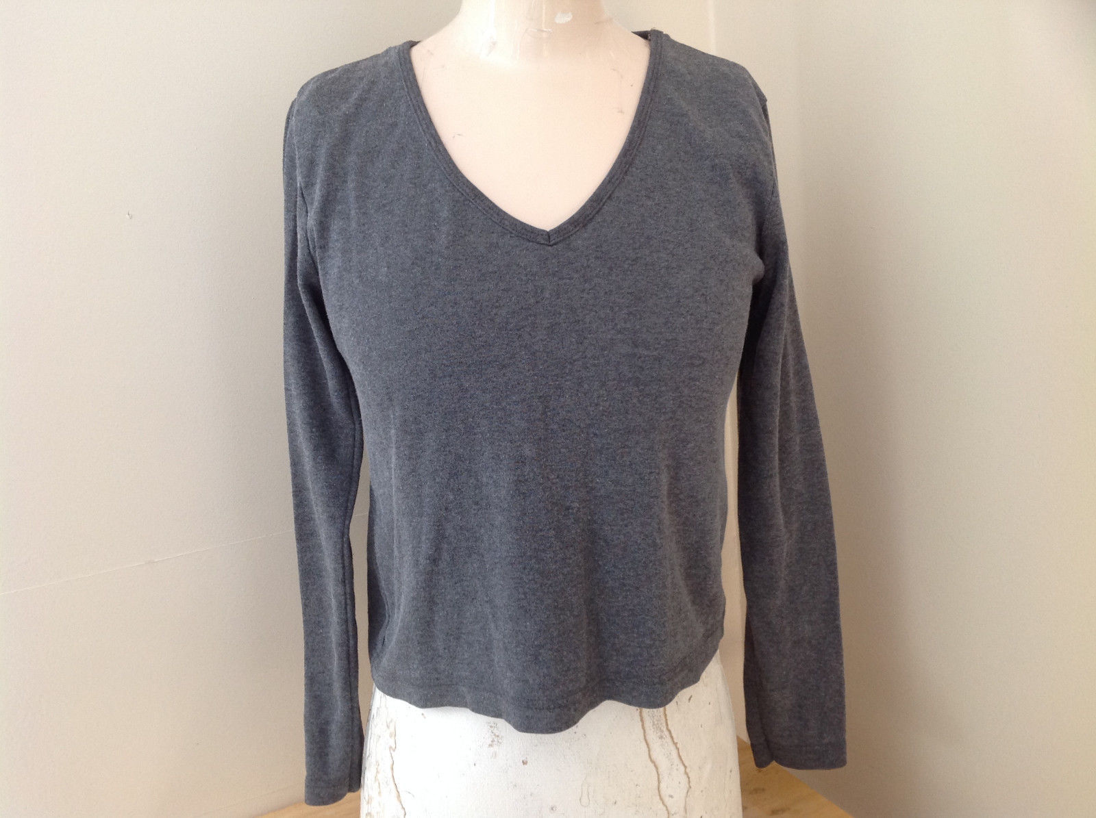 Jordache Gray V Neck Long Sleeve Shirt Made in Korea Size Large