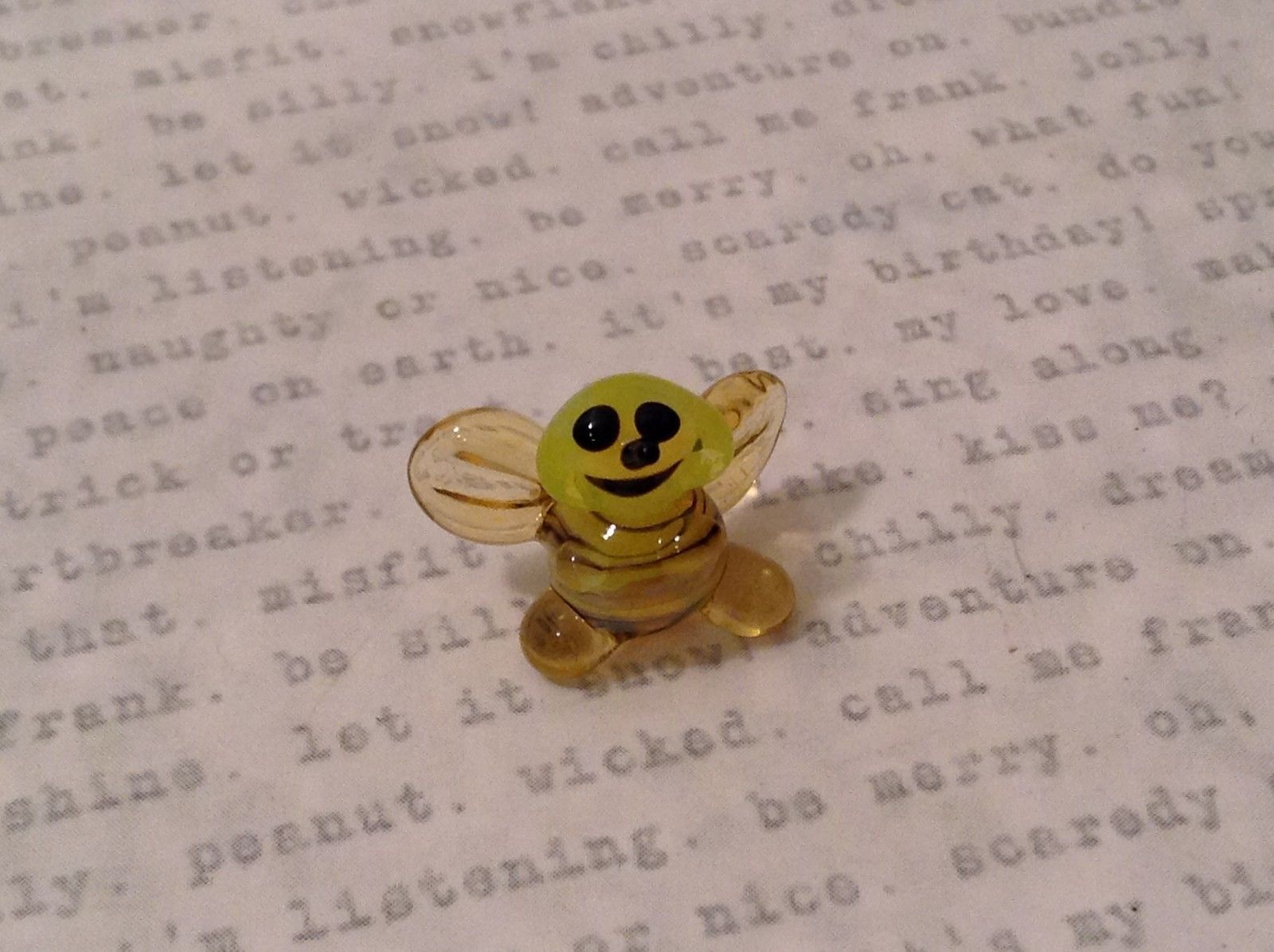 Micro miniature hand blown glass figurine USA smiling yellow honeybee NIB