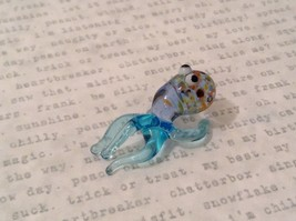 Micro miniature hand blown glass figurine USA blue speckled octopus NIB