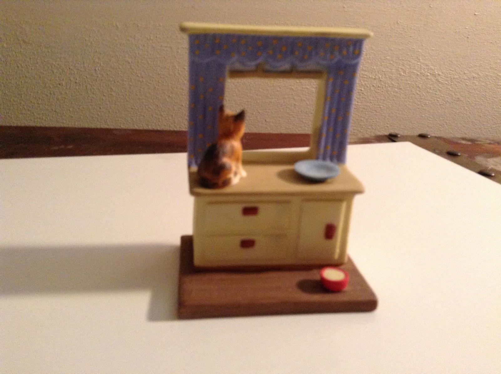 Cute Cats Danbury Kitten on Kitchen Counter Window Porcelain Figurine