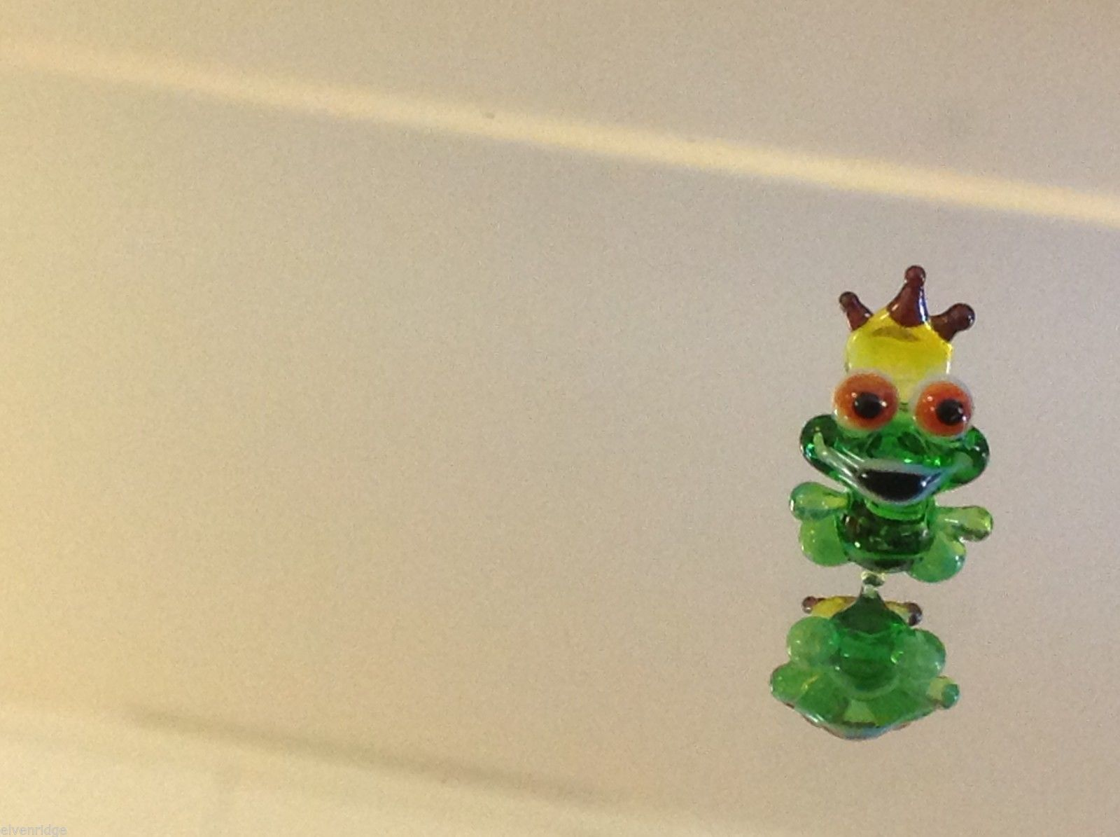 Micro miniature small hand blown glass King green frog w crown made in USA  NIB