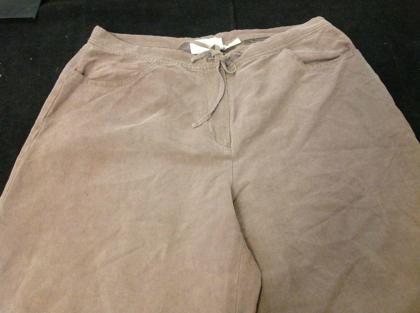 Ladies Liz Claiborne Brown Capri Pants Size 16W