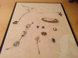 Mixed Lot of a variety of vintage items: bracelet, pins