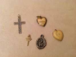 Mix Lot of 5 Vintage Charms Pendants Lockets (2 Gold Plated Hearts) image 1